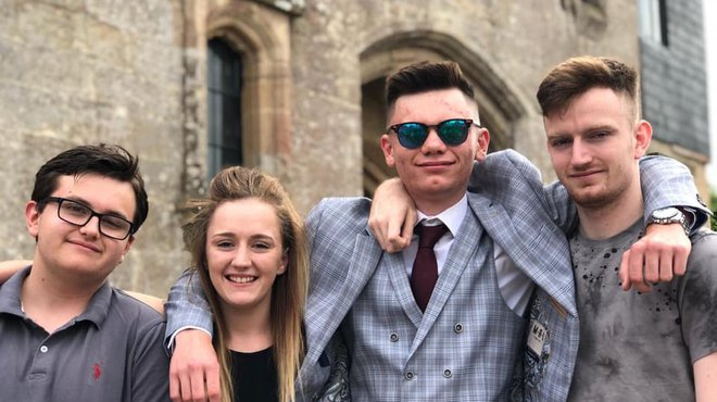 Brogan Twitch gaming fundraiser for Meningitis Now - family photo with siblings